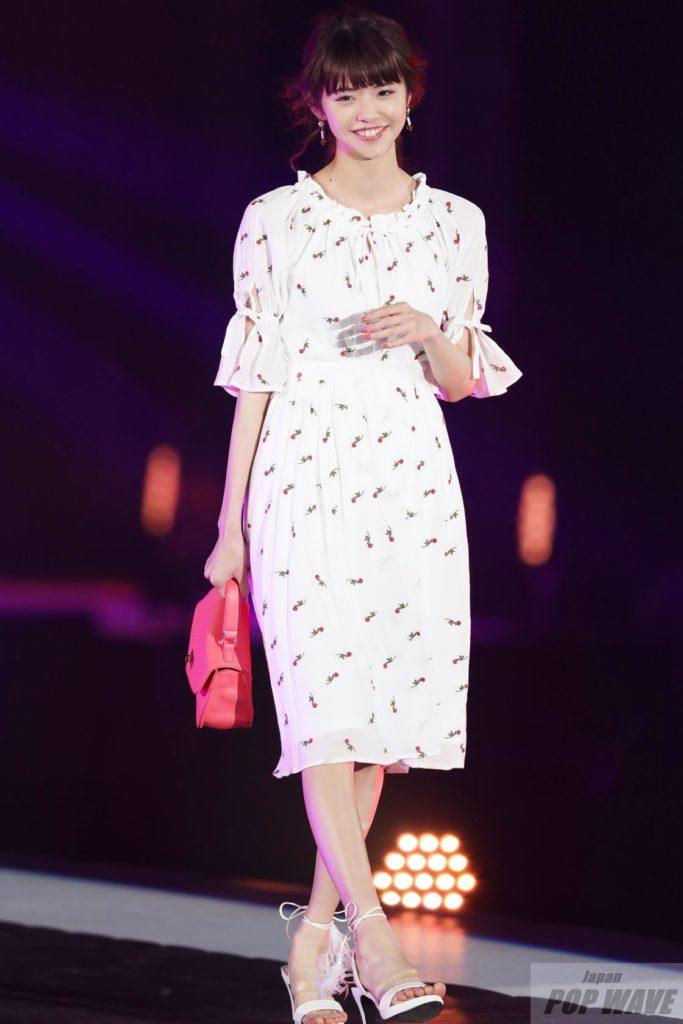 鈴木優華が3万人の前で『投げチュー』観客をメロメロに 【GirlsAward 2017 S/S】