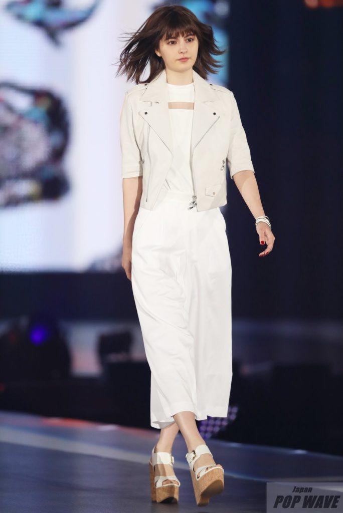 乃木坂46 白石麻衣がGirlsAward 2017のトップバッターとして登場し観客沸かす