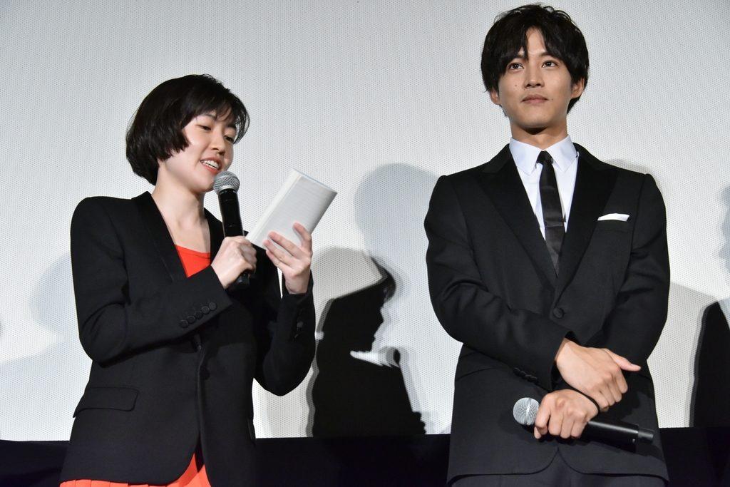 松坂桃李、シム・ウンギョン主演『新聞記者』完成披露上映会レポート