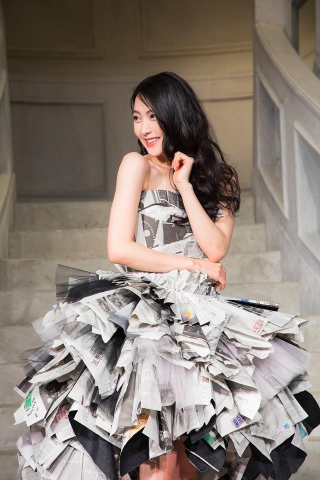 JYが映画「リベンジgirl」主題歌を「新聞紙ドレス」で初パフォーマンス