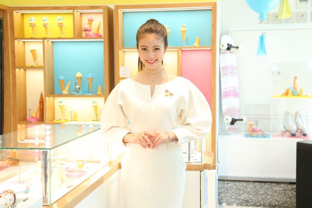 今田美桜がSPゲスト登場。色とりどりの遊び心あふれるサマーキャンペーンの世界観を体験